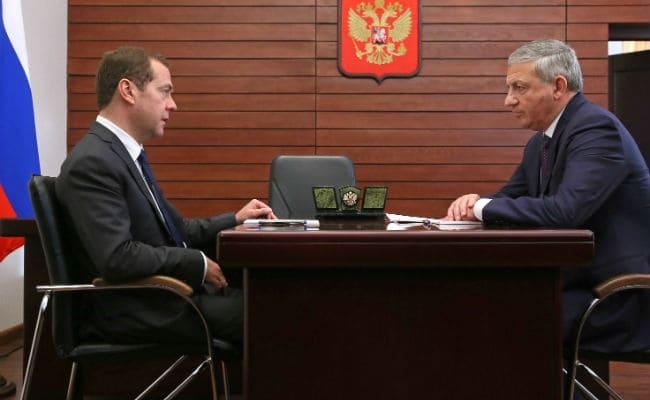Медведев и Битаров обсудили вопросы обеспечения правопорядка