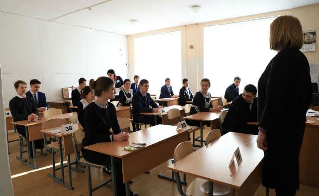 Выпускники сдают в Осетии ЕГЭ по биологии и иностранному языку