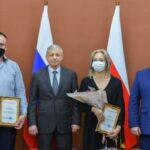 Семьи с тройняшками получили сертификаты на жильё
