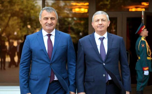 Битаров поздравил жителей Южной Осетии с Днём независимости