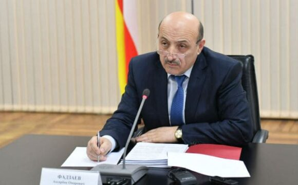 Ахсарбек Фадзаев проинспектировал ход благоустройства Владикавказа