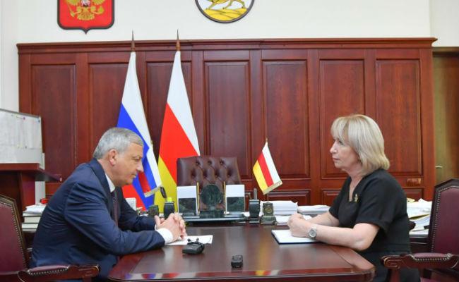 Вячеслав Битаров провел рабочую встречу с Жанной Моргоевой