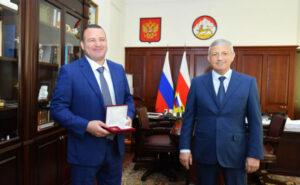 Битаров вручил Тимуру Таймазову медаль «Во славу Осетии»