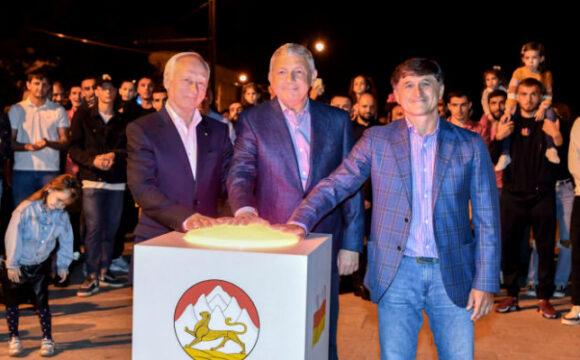 Вячеслав Битаров принял участие в запуске музыкального фонтана на проспекте Мира