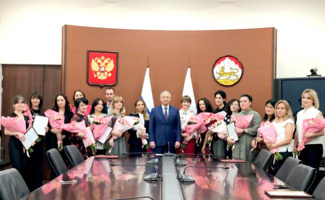 Вячеслав Битаров вручил награды сотрудникам Министерства финансов