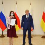 Вячеслав Битаров наградил представителей СМИ за работу в условиях пандемии