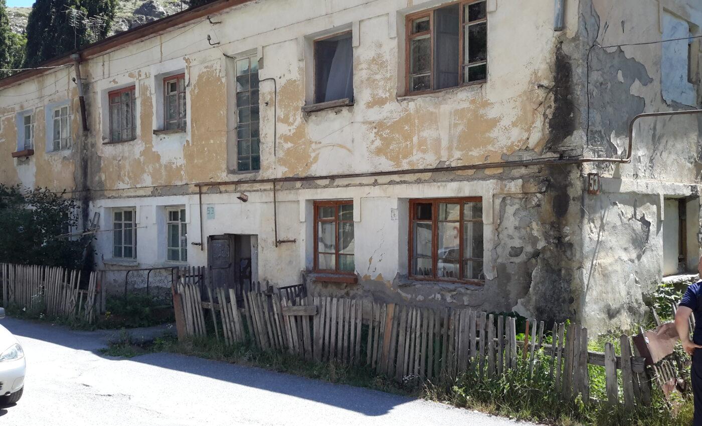 Суд обязал снести аварийные дома в Правобережном районе