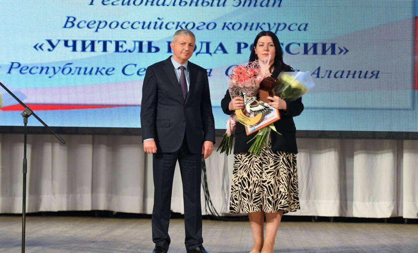 Роза Слохова стала учителем года и получила ключи от квартиры